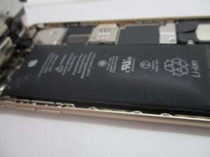 iPhone6,バッテリー,膨張,画面押し上げる